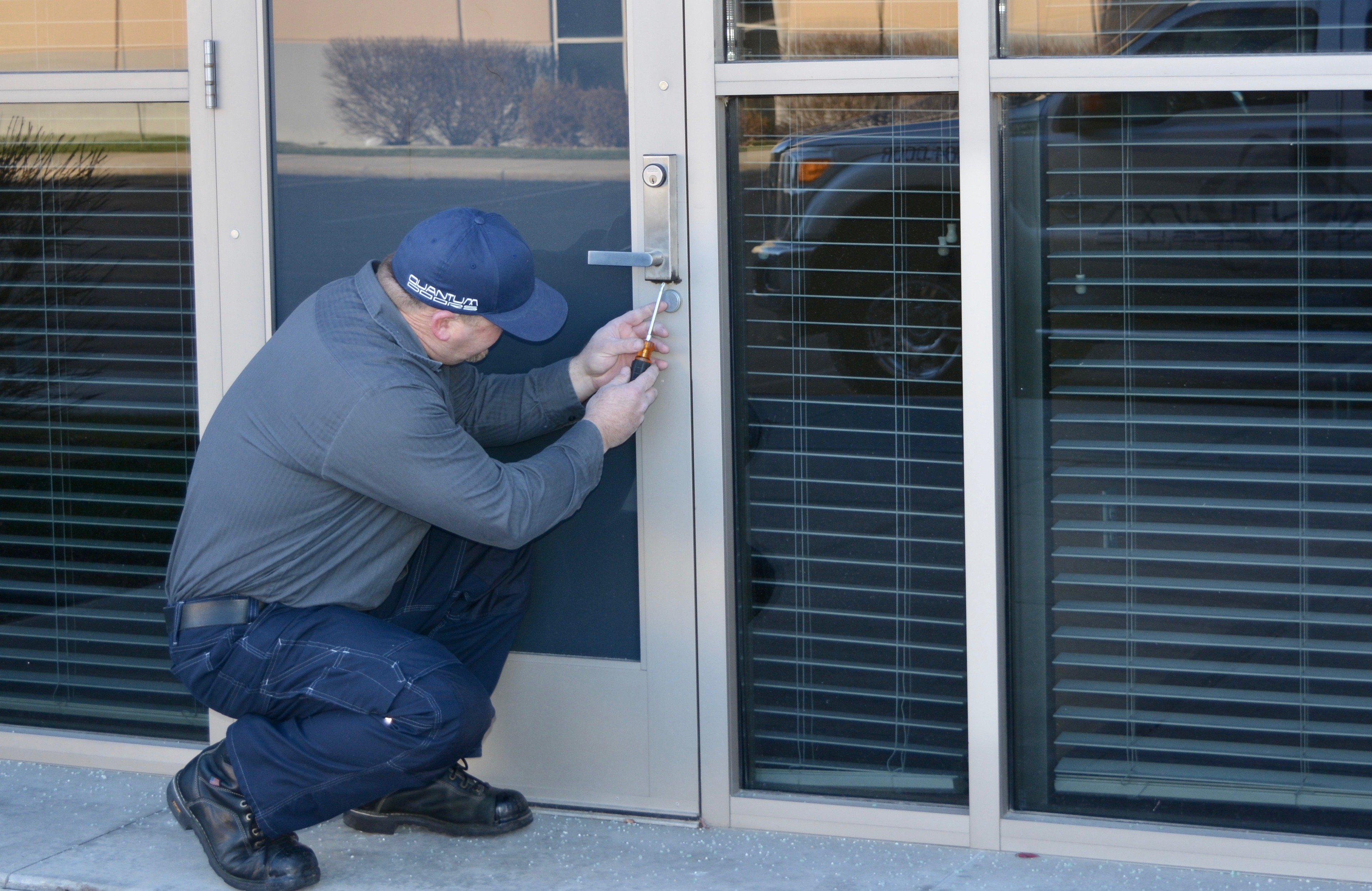 Glass Repair and Replacement & Full Glass and Aluminum Doors | Quantum Door Services